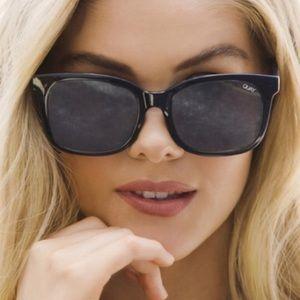 Host Pick NEW Quay Kingsley Navy Mirror sunglasses